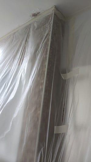 עבודת עיטוף מקצועית וטיפול בעובש שהצטבר בחדר אמבטיה - הנדימן יכול הכל